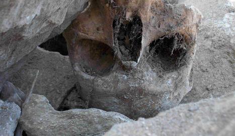 Es desprèn part de l'antiga muralla medieval de Torà