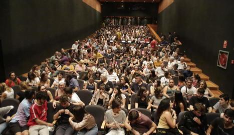 El Teatre de l'Escorxador es va omplir ahir per assistir a l'acte inaugural del nou curs de l'Aula de Teatre.