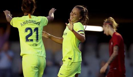 Natasha Andonova i Lieke Martens celebren el tercer gol.