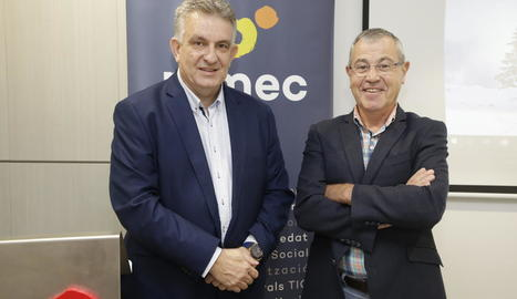El president de PIMEC Lleida, Jaume Saltó, i el director de l'Observatori de PIMEC, Modest Guinjoan.