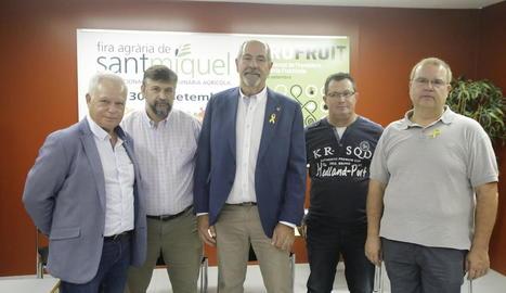 El coordinador nacional d'UP, Joan Caball (2n esq.), ahir, amb altres dirigents d'aquesta organització.