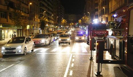 L'incendi es va declarar en un pis de la cinquena planta del número 1 de la plaça Espanya.