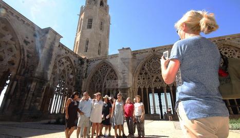Turistes a la Seu Vella de Lleida.