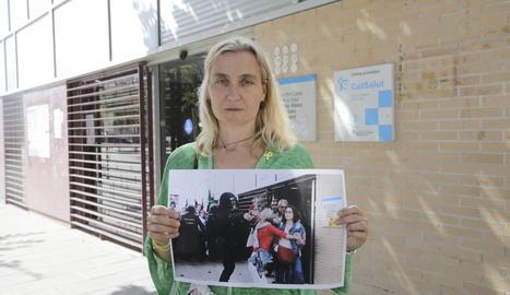 La Lourdes mostra la foto que va protagonitzar fa un any al CAP de Cappont.
