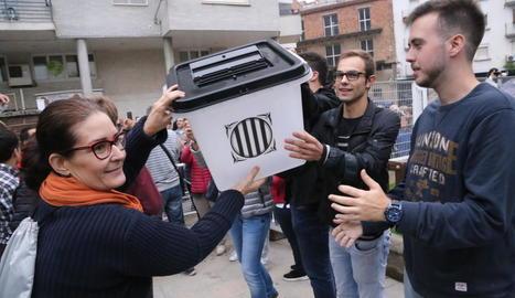 L'arribada de les urnes a Balaguer a primera hora del dia 1 d'octubre.