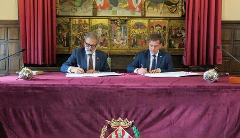 Larrosa i Cerdà van firmar ahir l'acta d'agermanament.
