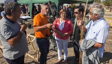 Les exhibicions eqüestres i de falconeria van fer les delícies del públic al càmping municipal.