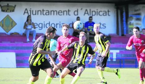 Una jugada del partit d'ahir entre l'Alpicat B i el Golmés.