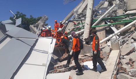 Els serveis d'emergència van admetre que la zona afectada era més gran del que es creia inicialment.