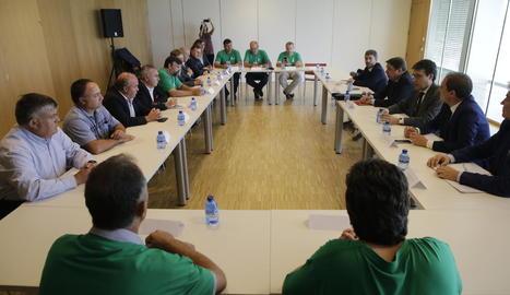 El ministre d'Agricultura, Luis Planas, va visitar també el saló dedicat a la fruita dolça Eurofruit.