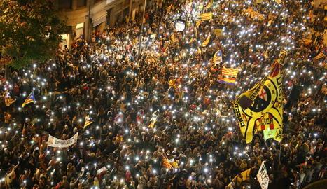 Milers de persones es van manifestar ahir a Lleida en el primer aniversari del referèndum de l'1-O.