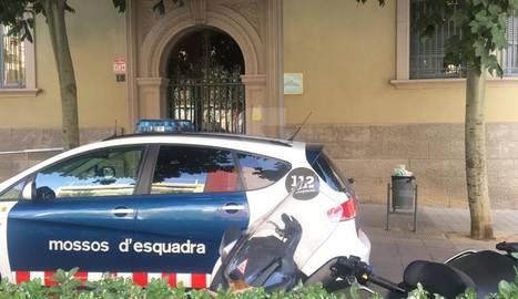 Un dels escorcolls es realitza a la delegació a Lleida de Carreteres de la Generalitat, a la imatge.