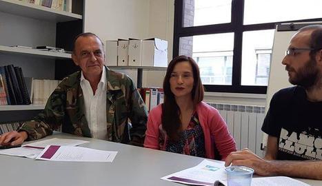 Miquel Pueyo, amb dos dels organitzadors, Gràcia i Badia.