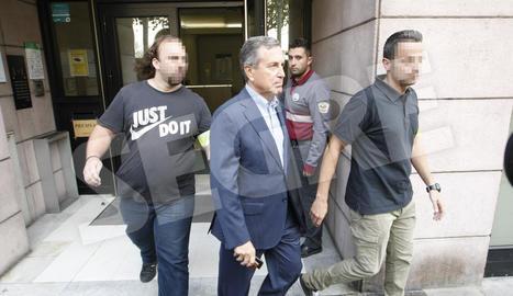 Enrique Regaño. El responsable de Vies i Obres va sortir detingut de l'Edifici President. Cap a les 15.00 hores va ser posat en llibertat