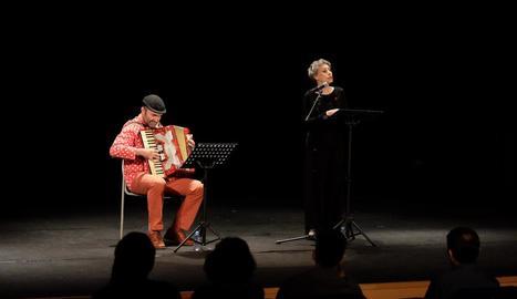 Recital de l'actriu Carme Sansa, amb Jaume Mallofré a l'acordió.