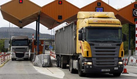 Camions desviats per l'autopista a les Borges Blanques.