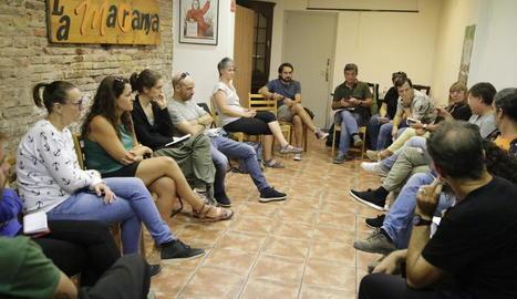 Un instant de la reunió de Marea Groga i membres de diverses Ampes ahir a La Baula.