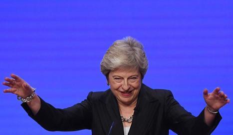 La primera ministra britànica, Theresa May, ahir.