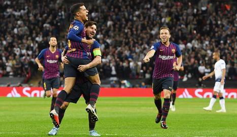 Leo Messi celebra la important victòria,                       ahir a Wembley.