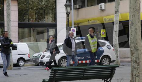 El president de la Diputació, Joan Reñé, a l'arribada a la Diputació dimarts amb els Mossos.