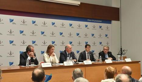 La consellera Chacón, Fernández i Castells van inaugurar el curs.
