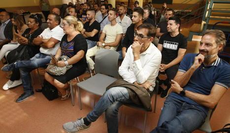 Desenes de gitanos van assistir ahir a la presentació dels cursos al Casal Cívic de la Mariola.