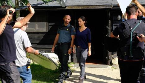 Alain Hernández i Megan Montaner, durant el rodatge de la nova sèrie de TVE.