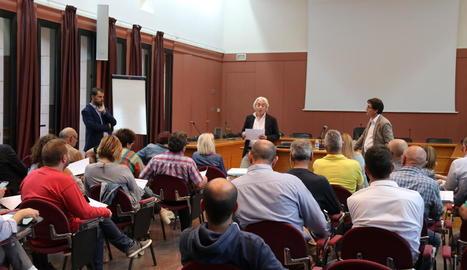 Reunió dels alcaldes amb representants de l'adjudicatària.