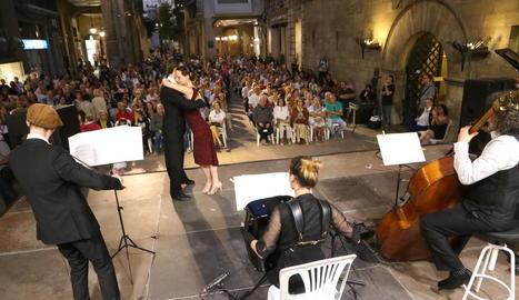 La formació Iberotango va omplir ahir de públic la plaça Paeria el primer dia del Musiquem Lleida!