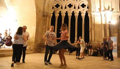 Lleida Swing celebra 5 anys ballant al claustre de la Seu Vella