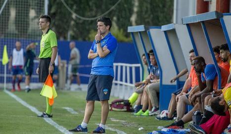 Gerard Albadalejo, durant el partit que el Lleida va jugar el cap de setmana passat a Cornellà.