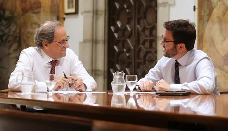 Torra i Aragonès van difondre aquesta imatge de la reunió i tot seguit van parlar davant la premsa.