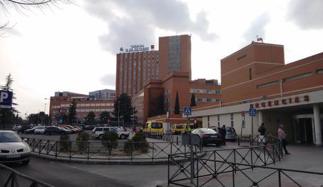 Imatge de l'Hospital Doce de Octubre, on van ser traslladats mare i fill.