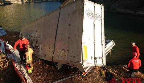 Mor el conductor d'un camió després de caure des d'un pont de 30 metres en Oliana