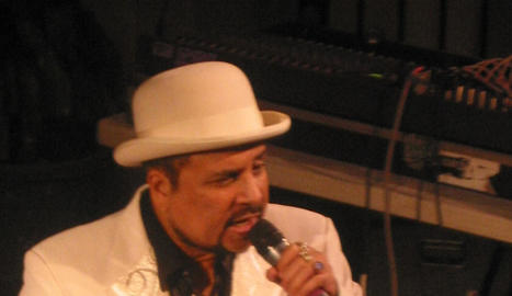 El cantant de reggae i productor jamaicà Dennis Alcapone.