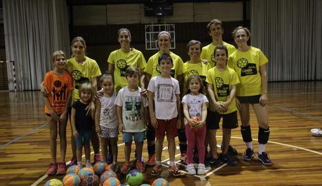 A l'Handbol Pardinyes coincideixen cinc jugadores que han tornat a competir després de ser mares.