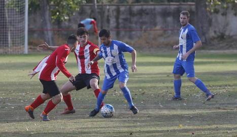 El partit entre el Puigvertenc i l'Artesa de Lleida va ser molt intens.