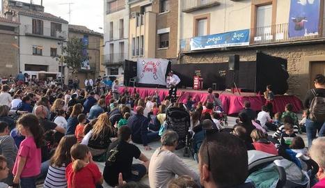 La plaça Prat de la Riba de Montgai es va omplir ahir de públic a l'espectacle 'Simplemente Pepe'.