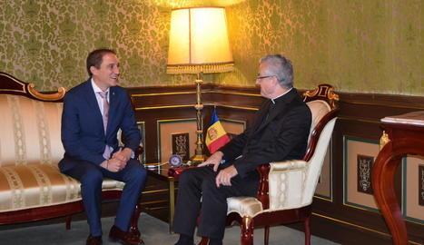 Visita del subdelegat, José Crespín, amb Joan-Enric Vives.
