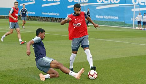 L'entrenament del Barça va comptar amb un bon nombre de jugadors del planter.