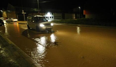 Imatge del carrer Farraginals d'Alpicat, que es va inundar ahir per les pluges.
