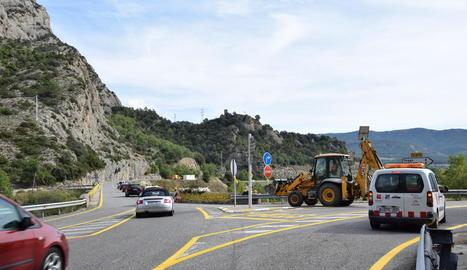 Les obres per reforçar la seguretat a la C-14 a Peramola.