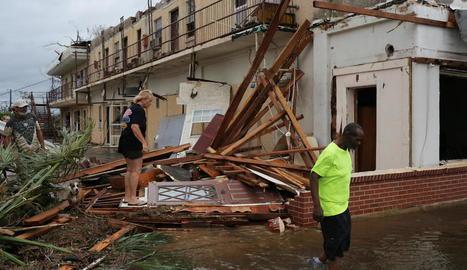 Dos morts a Florida al pas del devastador huracà Michael