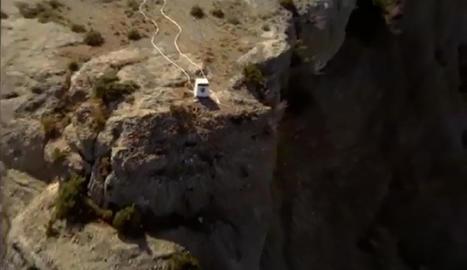 L'helicòpter carregant la xarxa amb les rentadores que va retirar el passat 3 d'octubre a Peramola.