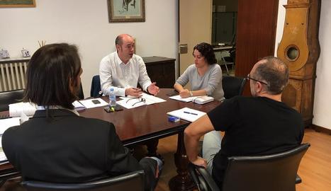 Eduard Piera, alcalde de la Fuliola, va anar a treballar com un dia qualsevol. L'ajuntament obre en 12-O des del 2012.