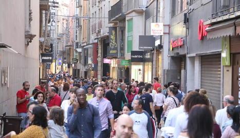 Els ciutadans van omplir ahir l'Eix però els comerciants no van fer gaires vendes.