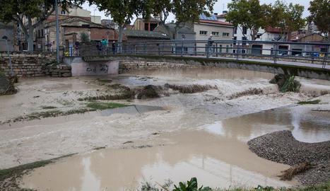 El riu Ondara al seu pas per Tàrrega aquest dilluns.