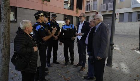 Larrosa, ahir amb representants de la Guàrdia Urbana i presidents veïnals del Centre Històric.