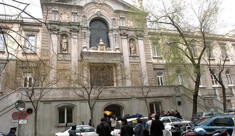 Imatge de l'entrada de l'edifici que acull el Tribunal Suprem.