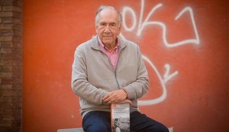 L'escriptor Joan Margarit, ahir a Lleida amb el seu nou llibre.